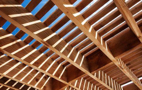 Αντηλιακή προστασία ξύλινων κατασκευών